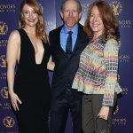 Bryce Dallas howard with her parents