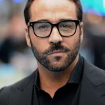 Jeremy Piven Height, Weight, Age, Family, Biography, Net Worth, Facts & More