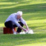 Bob Barker At His Wife Dorothy Jo Gideons Grave