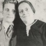 Kirk Douglas With His Mother On Right