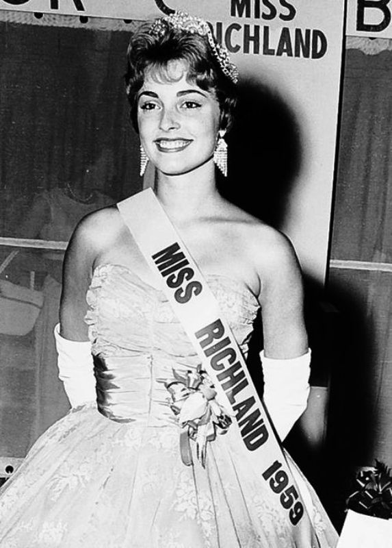 Sharon Tate after winning Miss Richland Beauty Pageant in 1959