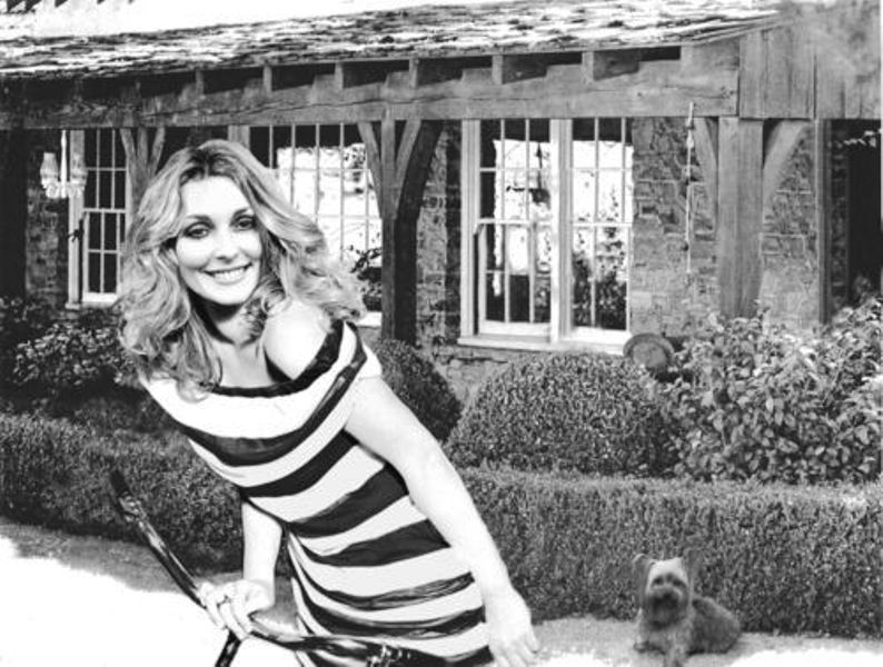 Sharon Tate in front of the house 10050 Cielo Drive in Los Angeles