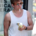 Jeremy Allen White Smoking
