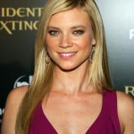 Amy Smart Height, Weight, Age, Affairs, Husband, Children, Family, Biography & More