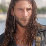 Zach McGowan Height, Weight, Age, Affairs, Wife, Children, Family, Biography, Facts & More