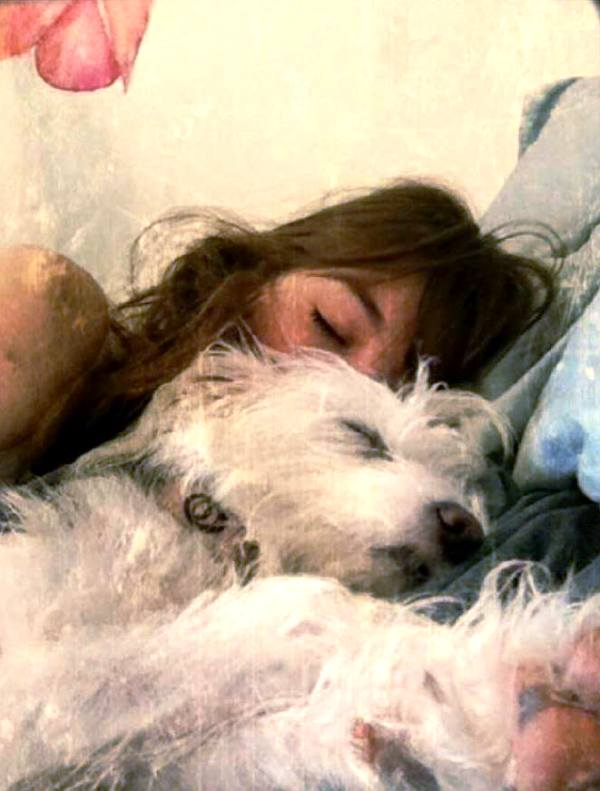Claire Wineland, a dog lover