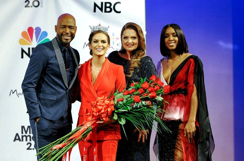 Camille Schrier with Miss America judges- Karamo Brown (extreme left), Lauren Ash (right), and Kelly Rowland (extreme right)