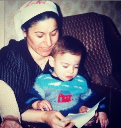 A childhood picture of Cavit Çetin Güner with his mother