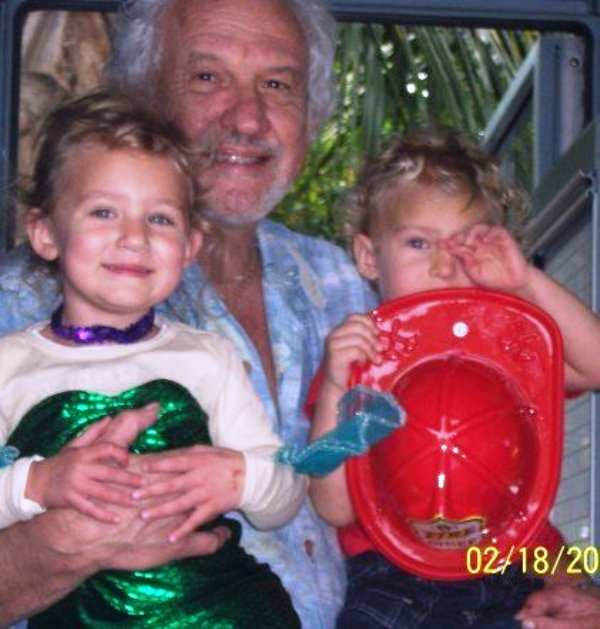 Childhood picture of Kylie Prew with her father and twin brother