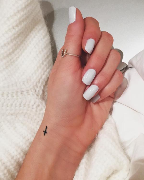 Eleanor Calder's cross tattoo