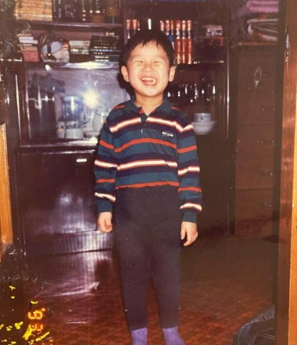 A childhood picture of Park Seo-joon