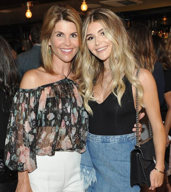Olivia Jade with her mother Lori Loughlin