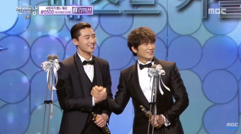 Park Seo-joon during his acceptance speech at MBC Drama Awards