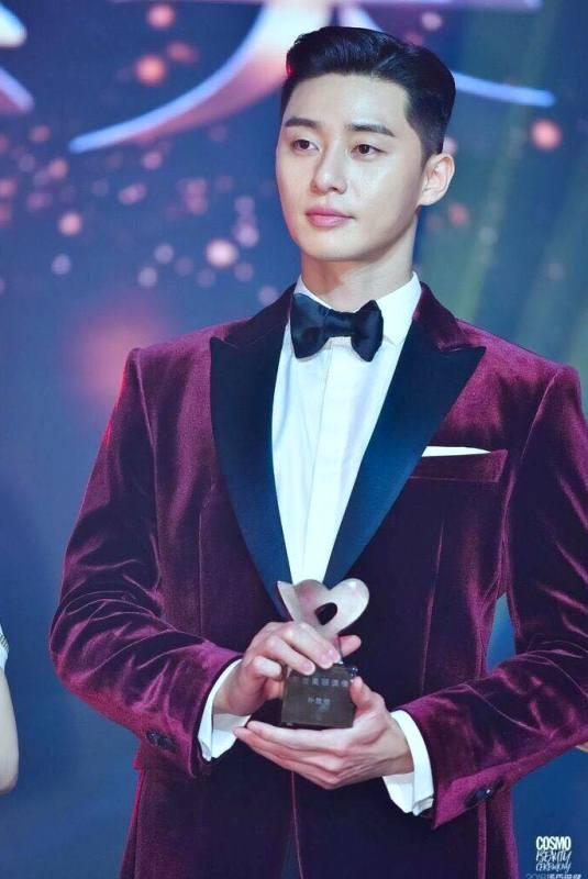 Park Seo-joon with his Cosmo Beauty Award