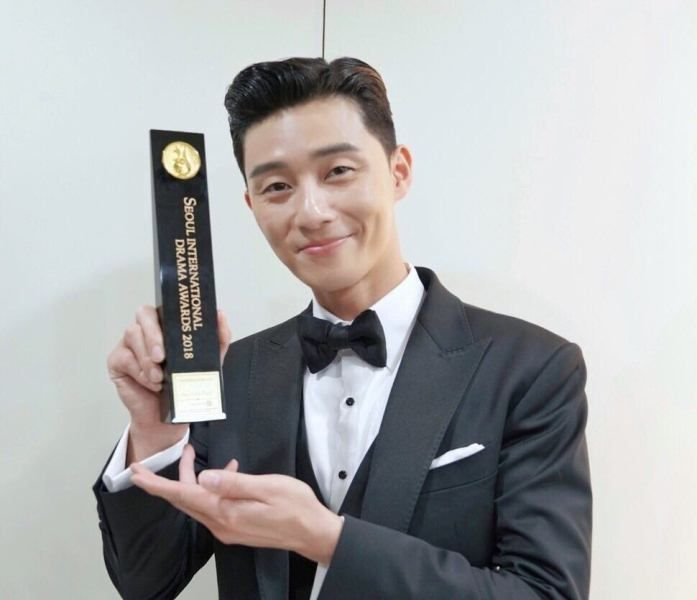 Park Seo-joon with his Seoul International Drama Award
